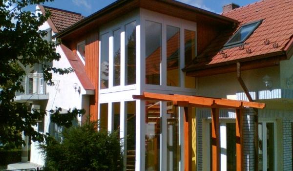 Családi ház elegáns kialakítású beltéri csigalépcsője Lajosmizsén