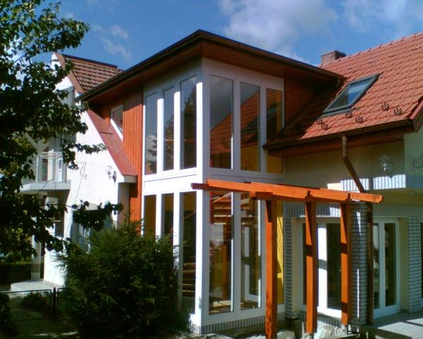 Családi ház elegáns kialakítású beltéri csigalépcsője