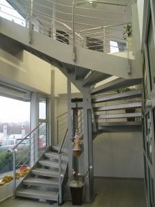 fémből készült lépcső